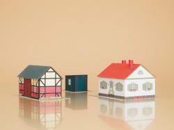 $ $ Wohnhaus mit Scheune Bastelbogen aus Karton