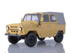 UAZ-469 mit Planenverdeck, beige