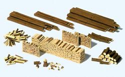 Stämme, Holzscheite, Holzstapel