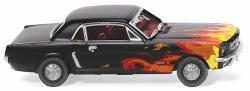 Ford Mustang Coupé - schwarz mit Flammendekor